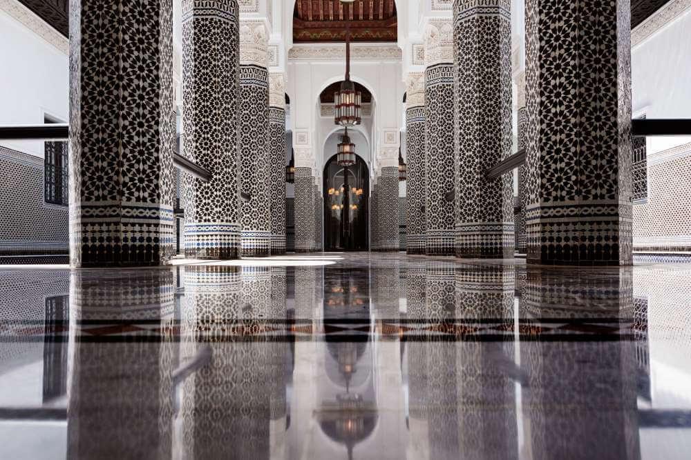 Slika hodnika u hotelu La Mamounia u Maroku