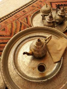 Marokanski tradicionalni caj od nane u tradicionalnom cajniku