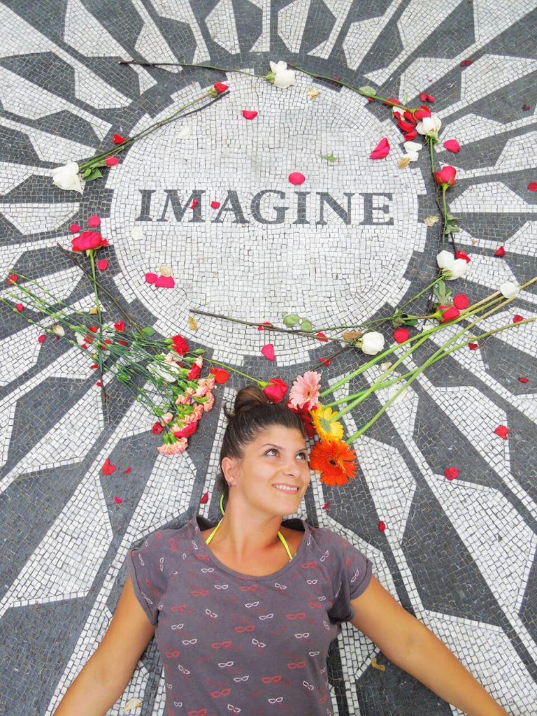 Spomenik Džonu Lenonu u Central parku u Njujorku