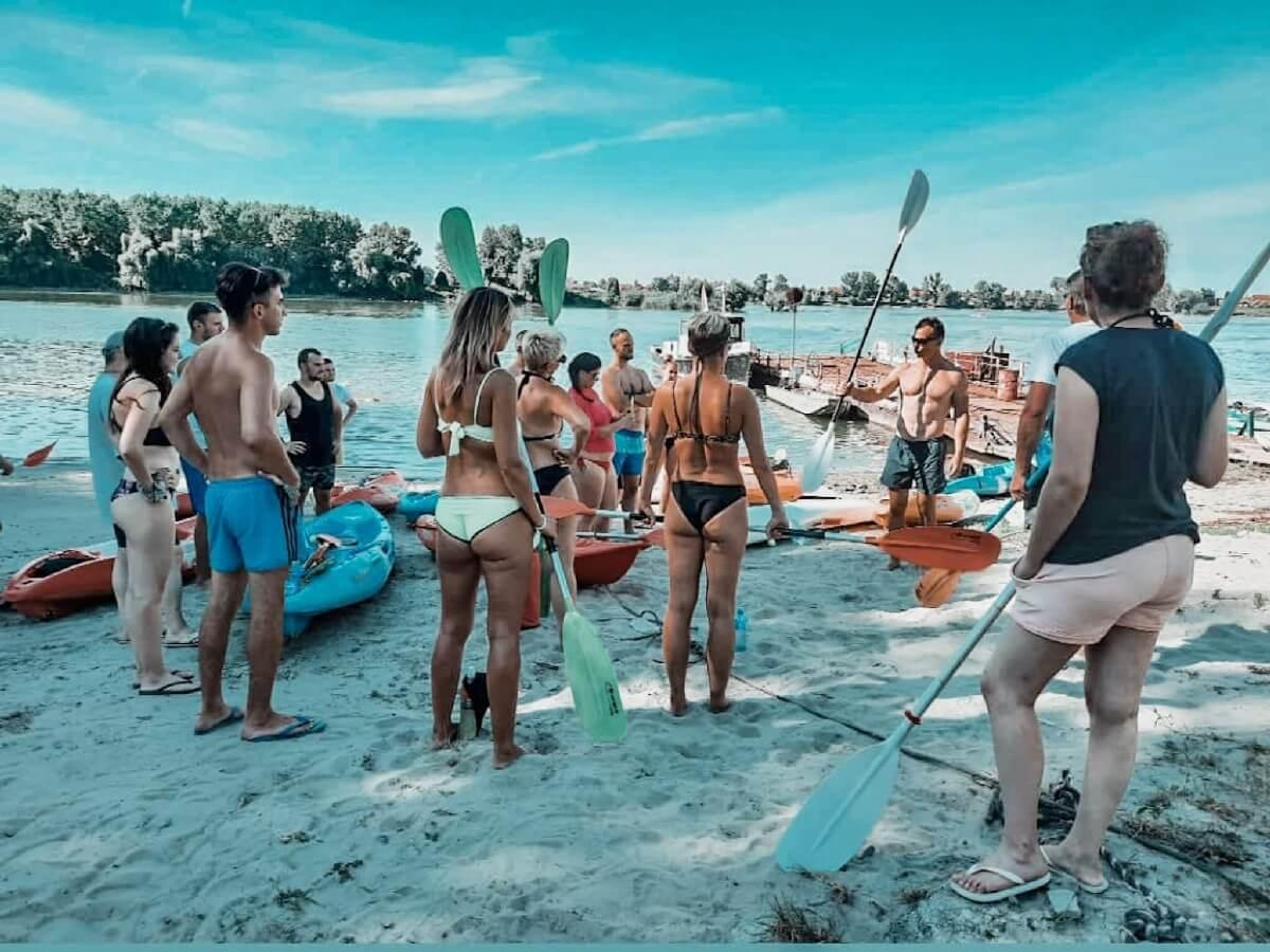 Slika obuke za kajaking na Dunavu